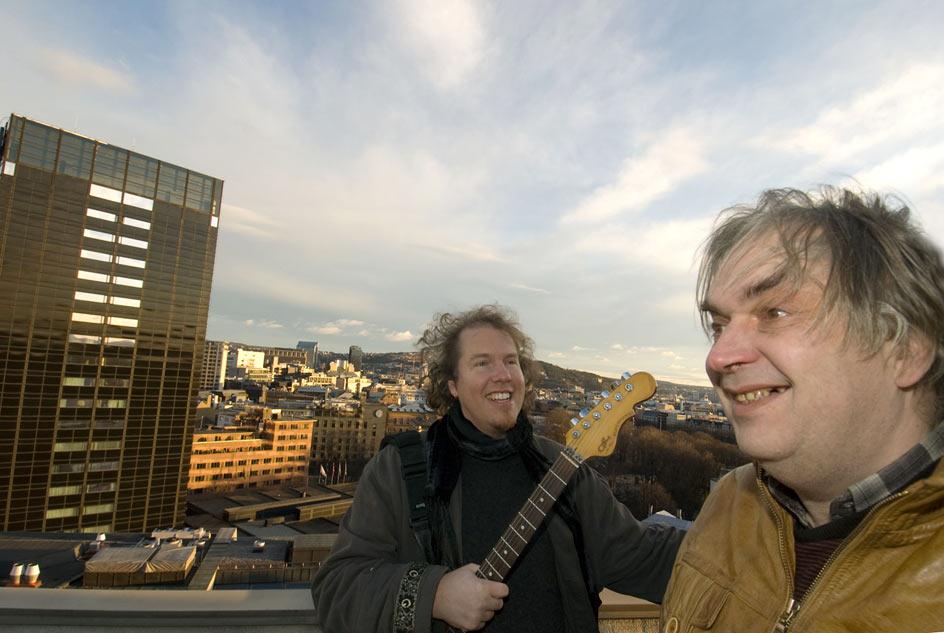 To kunstnere på byens tak